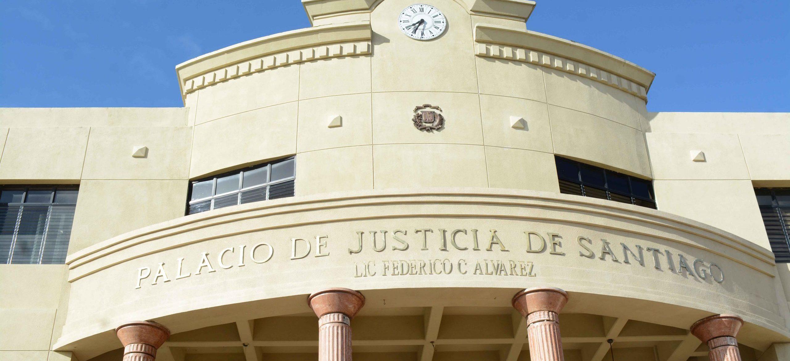 Condenan a mujer por maltratar hijo de siete años de edad en Santiago